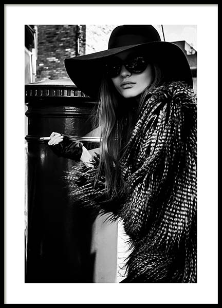 Lady In The Hat Poster in the group Prints / Black & white at Desenio AB (10163)